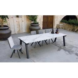 Table extensible KU/05 PLUS avec plateau et allonges en céramique DEKTON finition Aura groupe 3 vendue à Nice